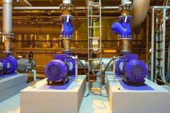 Industriell transportörlinje som transporterar packen, ayutthaya, Thailand Elektriska pumpar Den industriella teknologin Royaltyfri Foto