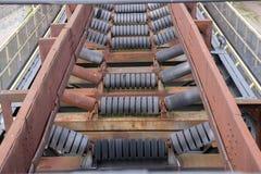 Industriell transportörrulle arkivbild