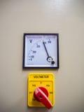 Industriell voltmeter och strömbrytare Royaltyfri Fotografi