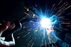 Industriell yrkesmässig arbetarsvetsningmetall Royaltyfri Bild
