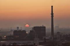 Industriella Chicago under solnedgång Arkivfoton