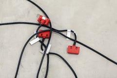 Industriella elektriska kablar med kontaktdon Fotografering för Bildbyråer