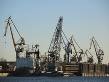 Industriella kranar i Ryssland Arkivbilder