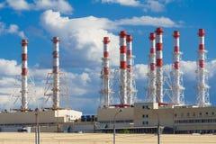Industriella lampglas på en bakgrund av blå himmel Royaltyfria Bilder