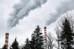 Industriella lampglas som blåser smutsig rök Royaltyfri Bild