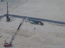 Industriella maskiner på en byggnationplats, flyg- sikt royaltyfria foton