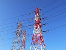 industriella pylons för elektricitet arkivbild