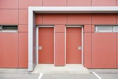 Industriella röda dörrar Arkivbild