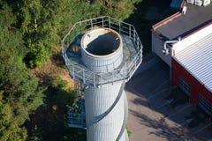 Industriella rör, fabriker och fabriker flyg- sikt Fotografering för Bildbyråer