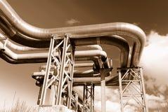 industriella rørpipelines för bro Arkivbild