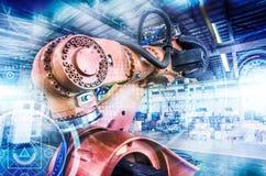 Industriella robotar är tillverkade och församlade royaltyfri foto