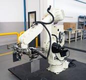 Industriella robotar - automationlinjer Arkivfoton