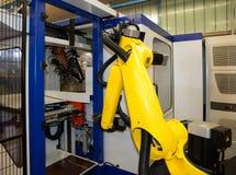 Industriella robotar - automationlinjer Royaltyfri Foto