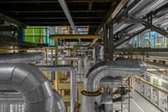 Industriella rör i en termisk kraftverk Royaltyfria Foton