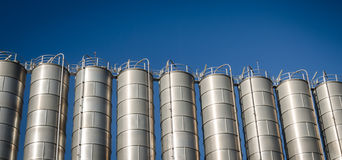 Industriella silor i den kemiska branschen Royaltyfria Foton