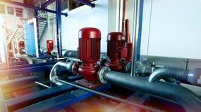 Industriella stålrörledningar och pumpar Royaltyfri Fotografi