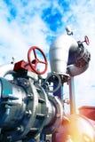 Industriella stålrörledningar och utrustning Royaltyfri Fotografi