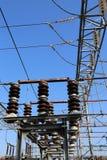 industriella strömbrytare i den elektriska avdelningskontoret Arkivfoton