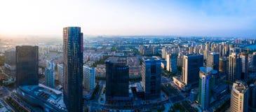 Industriella Suzhou parkerar, natten staden på för jinjisjön, suzhou på natten Arkivfoto