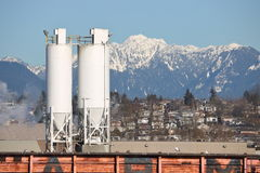 Industriella utomhus- vertikala kornfack arkivfoto