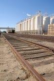 industriella växtjärnvägspår Arkivfoton