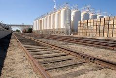 industriella växtjärnvägspår Arkivbild