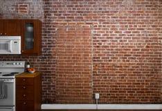 Industrielle alte flache Backsteinmauer-Perspektive in einer Küche Stockbild