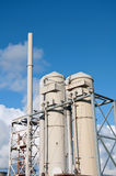 Industrielle Chemiefabrik außerhalb der Rohrentlüftungsöffnungen Stockbild