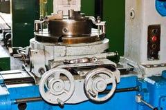 Industrielle Eisendrehbank für den Schnitt, Drehen von Billets von den Metallen, Holz und andere Materialien, drehend, Herstellun stockfotos