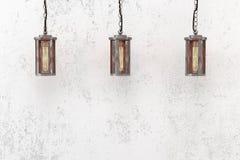 Industrielle hängende Lampe auf einem Hintergrund einer rauen Wand Lizenzfreies Stockfoto