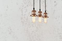 Industrielle hängende Lampen Stockfoto