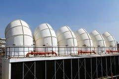 Industrielle Klimaanlage auf dem Dach Lizenzfreies Stockfoto