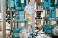 Industrielle Motor-Pumpe in der Fabrik stockbild
