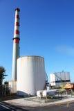 Industrielle Rohre und Kamin Lizenzfreies Stockfoto