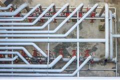 Industrielle Rohre und Ventile Stockbilder