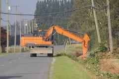 Industrielle Schaufel und Straßenunterhaltung Stockfotos