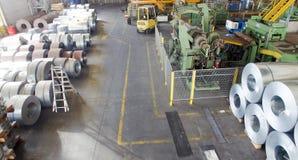 Industrielle Spulen des Lagers Große lange Gestelle stockfoto
