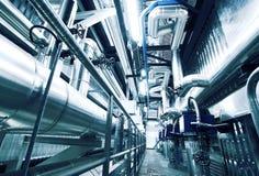 Industrielle Stahlrohrleitungen in den blauen Tönen Lizenzfreies Stockfoto