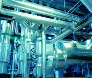 Industrielle Stahlrohrleitungen in den blauen Tönen Lizenzfreie Stockfotografie