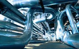 Industrielle Stahlrohrleitungen und Ausrüstung Stockfotografie