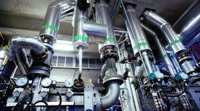 Industrielle Stahlrohrleitungen und Ventile Lizenzfreie Stockbilder