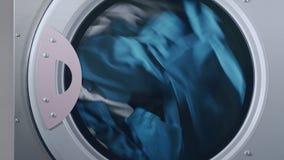 Industrielle Trocknermaschinenfunktion Trocknende Kleidung in der Schleuder stock footage