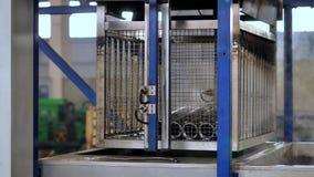 Industrielle Ultraschallreinigungs-Maschine stock footage