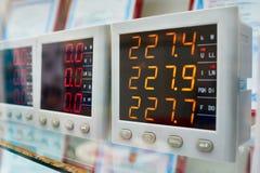 Industrielle Voltmeter stockfoto
