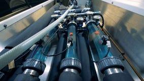 Industrieller Brauereimechanismus mit Rohren und Indikatoren stock video footage
