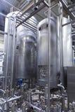 Industrieller Innenraum einer Alkoholfabrik Lizenzfreies Stockfoto