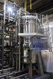 Industrieller Innenraum einer Alkoholfabrik Lizenzfreie Stockfotografie