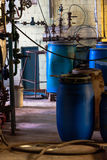Industrieller Innenraum einer Chemiefabrik Lizenzfreie Stockfotos
