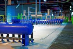Industrieller Innenraum eines generischen Kraftwerks Stockfoto