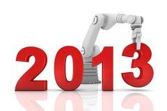 Industrieller Roboterarm, der 2013 Jahr aufbaut Lizenzfreie Stockfotos